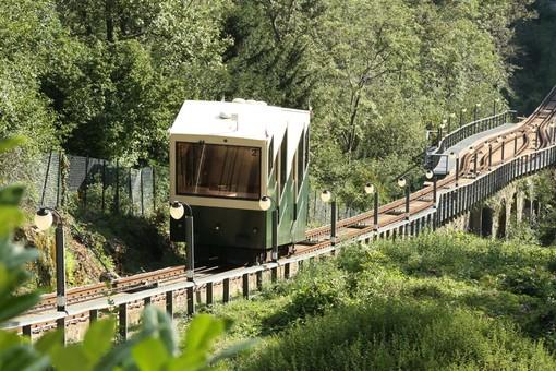Panoramica, accessibile, sostenibile: riapre la funicolare del Sacro Monte