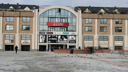 Piazza Repubblica rinnovata si prepara ad accogliere il mercato