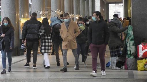 La Lombardia oggi torna in zona arancione. Spostamenti, negozi, visite e scuole: ecco cosa si può fare