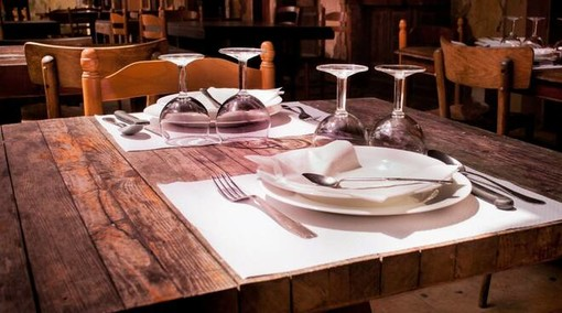 Anche la provincia di Varese alza la voce: «Riaprire subito i ristoranti di sera e nelle città con i contagi più bassi»