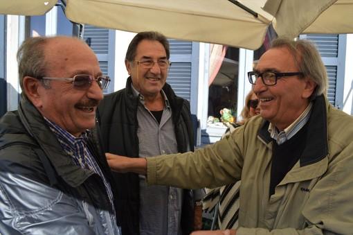 Ambrogio Borghi, Dario Dolci ed Egidio Calloni in un recente scatto di Ezio Macchi: tre grandi cuori biancorossi. In basso, una foto d'epoca del Varese di Calloni