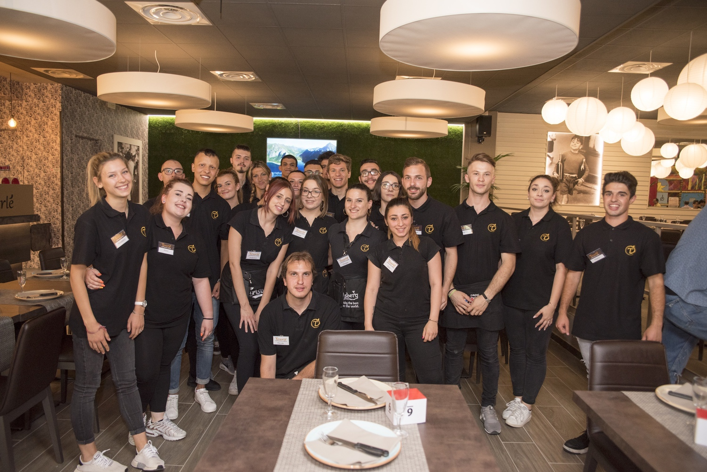 Lo staff del Tourlé di Marchirolo: l'azienda ha già assunto 25 ragazzi e punta ad arrivare fino a 50 nuovi dipendenti