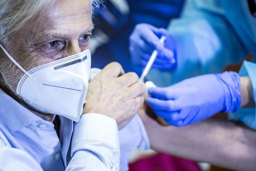 Vaccini anti Covid, tre giorni di accesso libero al centro di Arcisate