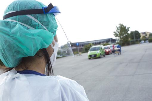 Covid-19, in Italia 21.261 nuovi contagi e 376 vittime. Netto aumento in provincia di Varese