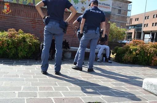 Uno dei recenti controlli della polizia in piazza Repubblica a Varese