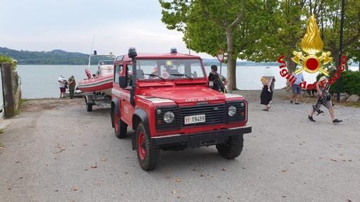 Restano incagliati tra le acque del lago di Varese: due persone soccorse dai vigili del fuoco