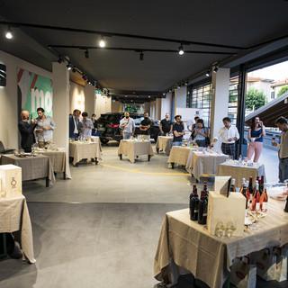 SEAT Belforte90 accoglie le Eccellenze d'Italia 2020: i vini di Ronn Moss e il riso Ferron sfilano sul red carpet varesino. FOTO E VIDEO