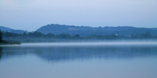 Dall'Isolino a Cazzago un viaggio in barca che diventa poesia: «Vivere l'alba sul lago allarga il cuore e il respiro»