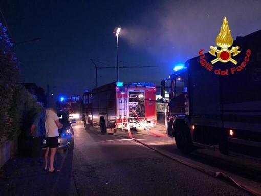 Fagnano Olona, fiamme in via Pastrengo. A fuoco un magazzino