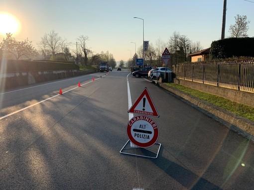 Coronavirus, mattinata di posti di blocco dei carabinieri per controllare chi esce di casa