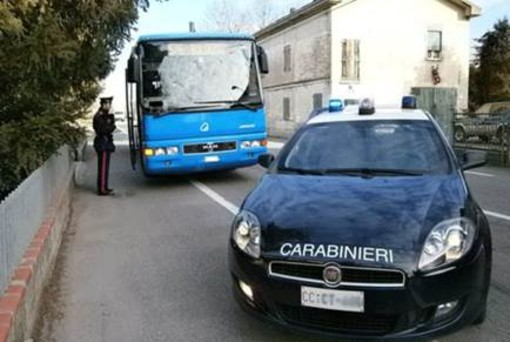 Spaccio alla fermata del bus degli studenti tra Busto e Samarate, blitz dei carabinieri
