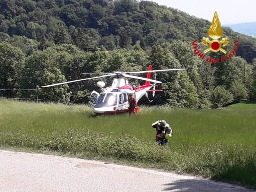 I vigili del fuoco con l'elicottero a Cittiglio