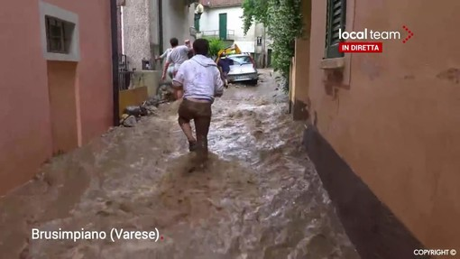 FOTO E VIDEO. Muro d'acqua sull'alto Varesotto. A Brusimpiano strade come fiumi, a Gavirate crolla controsoffitto in un centro commerciale