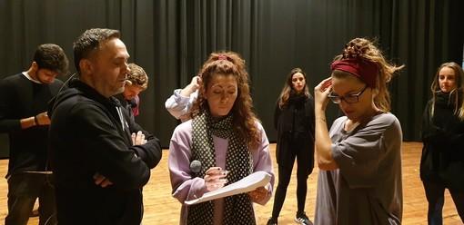 Gabriele Cirilli durante le prove del Cirque du Cirill al Teatro Sociale di Busto