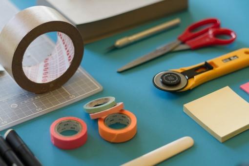 I principali collanti e i loro utilizzi… non solo per il fai da te