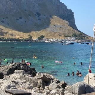 Mondello, verso Punta del Gallo: la magia delle acque cristallo sotto la montagna che separa Palermo da Sferracavallo