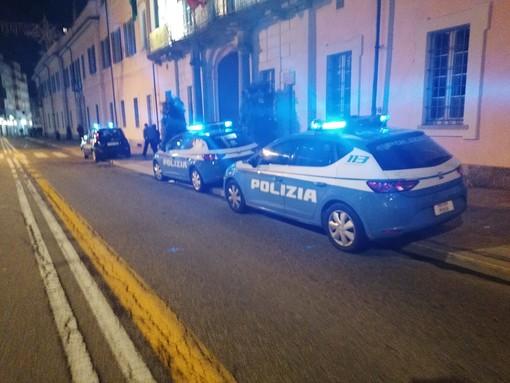 Cittadinanza onoraria a Liliana Segre, militanti della Do.Ra. si presentano in Consiglio: a Palazzo Estense arrivano polizia e carabinieri