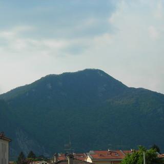 Movimento franoso sul monte Rho ad Arcisate. Il sindaco: «Situazione sotto controllo»