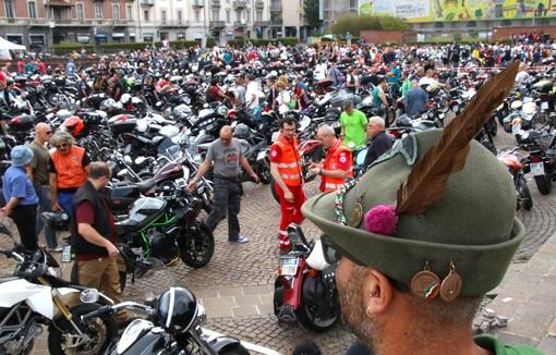 FOTO. Ancora emozioni e nuovo sold out per gli Alpini con la moto adunata odierna: guardate che bolidi e che festa