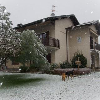 Una suggestiva vista dell'agriturismo Valticino durante l'unica nevicata di questo inverno