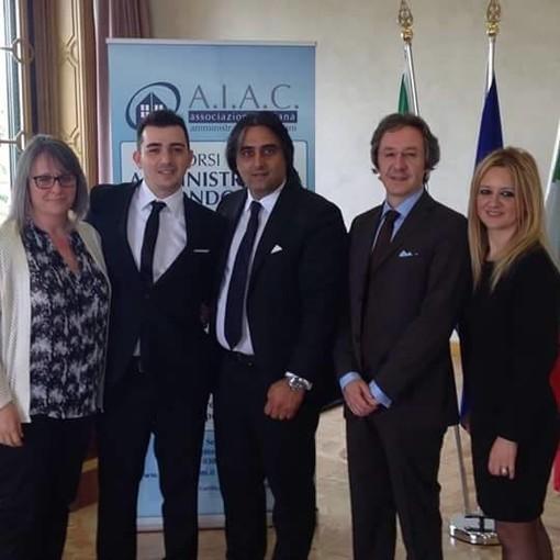 Foto di gruppo per Andrea Leta (secondo da sinistra) insieme ai colleghi di A.I.A.C.