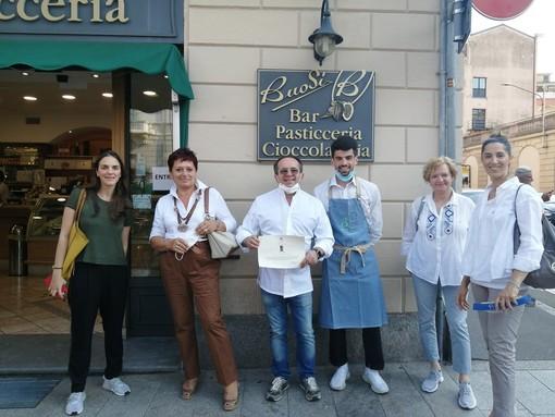 Nel 2019, Buosi ha ricevuto l'attestato di riconoscimento in qualità di sponsor dell'annuale cena d'autunno organizzata dal Comitato di Varese della Croce Rossa. Nelle foto in basso, alcune delle creazioni dei maestri pasticceri Denis e Andrea Buosi