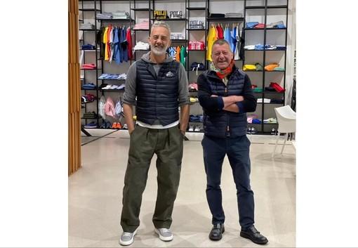 Carlo e Andrea Porrini nel loro negozio di Besozzo