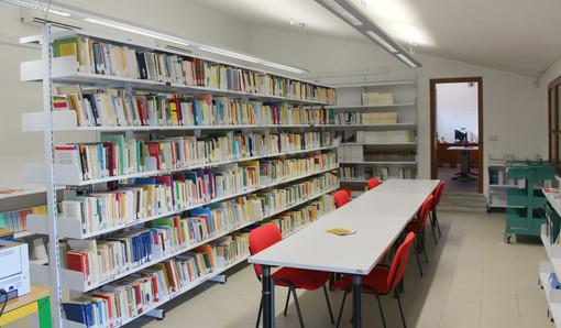 """Scritture di lago"" regala libri alle biblioteche di Albizzate, Buguggiate e Luino"