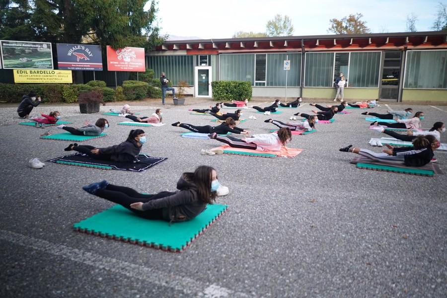 Video E Foto Il Flash Mob Delle Ginnaste Della Palestra Sport Active Di Besozzo Varesenoi It