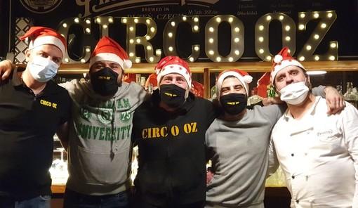 """La """"famiglia"""" del Circo Oz in versione natalizia"""