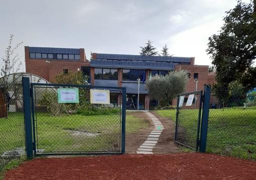 Il nuovo ingresso alla scuola Manzoni di Morosolo
