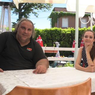 """Ciro Marino nel dehor del suo ristorante in via Alberto da Giussano a Gallarate intervistato dalla nostra Elena Zoja per """"Target"""""""