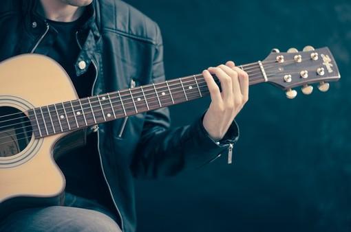 Dismamusica: «Aprite anche in zona rossa i negozi di strumenti musicali, sono un bene culturale»