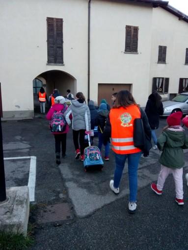 La scuola primaria di Comerio sempre più ecologica potenzia il Pedibus