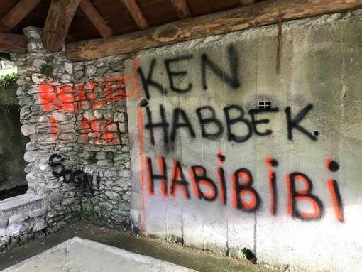 Dumenza, atti vandalici al lavatoio dietro la falegnameria