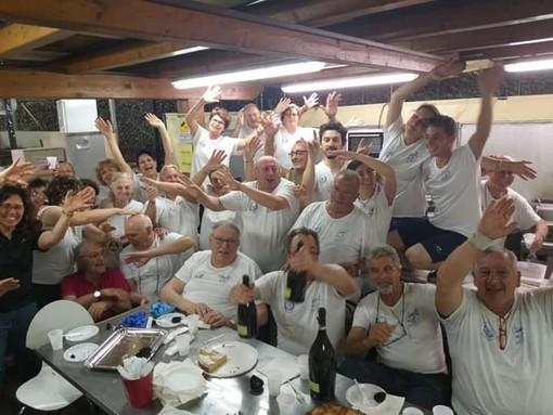 In questa foto del 2019, lo staff gastronomia dell'associazione Santa Caterina: un gruppo di amici e di... grandi chef!