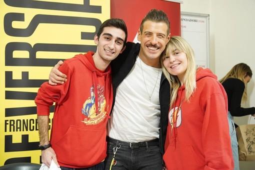 "Il ""supereroe"" lavenese Emaflash incontra Francesco Gabbani"
