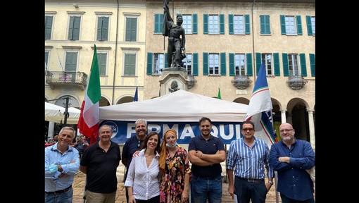 Fratelli d'Italia stamattina in piazza Podestà a Varese