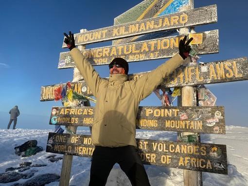Fulvio Rinaldi festeggia la sua impresa: il Kilimanjaro è conquistato!