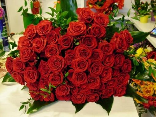 """San Valentino ma quanto mi costi? Il conto dei """"Ti amo"""" detti con i fiori e qualche consiglio per gli innamorati"""