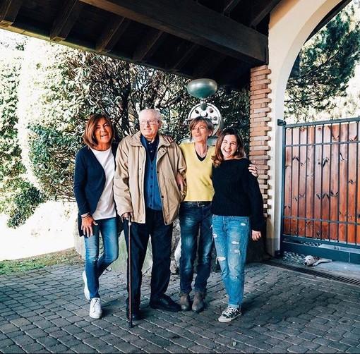 Un dolce ritratto della famiglia Felmoka: le figlie Emanuela ed Elena e la nipote Talia insieme al nonno Felice Volpe, fondatore dell'azienda malnatese, scomparso un anno fa