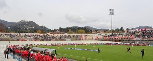 L'ultima volta di Martino nel suo Franco Ossola con il suo Varese: era l'1 novembre 2013 e prima di Varese-Juve Stabia 2500 ragazzini di scuole calcio e oratori della provincia sfilarono sulla pista insieme a lui