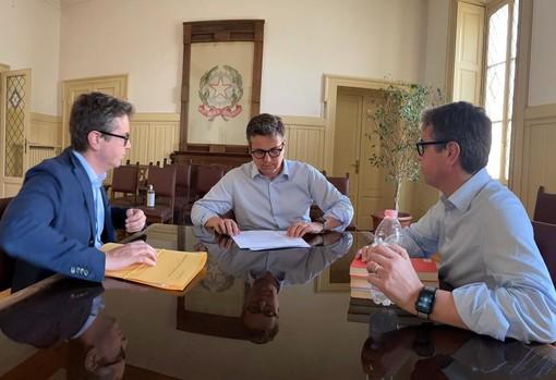 """Il sindaco Cassani con il suo team """"speciale"""" (foto dai suoi profili social)"""