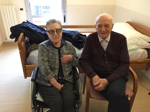 Una storia d'amore più forte del virus: Luigia e Giovanni sposi da 62 anni. «Quel bacio attraverso lo smartphone era quasi vero»