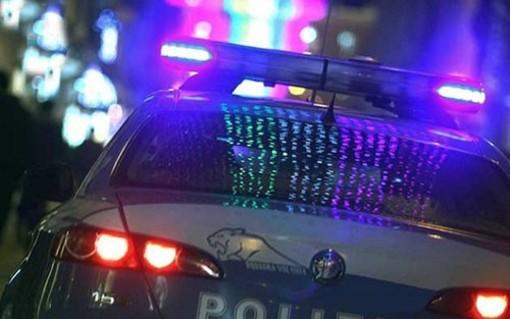 Schiamazzi in centro disturbano il sonno dei gallaratesi: arriva la polizia e ferma un giovane armato di tirapugni