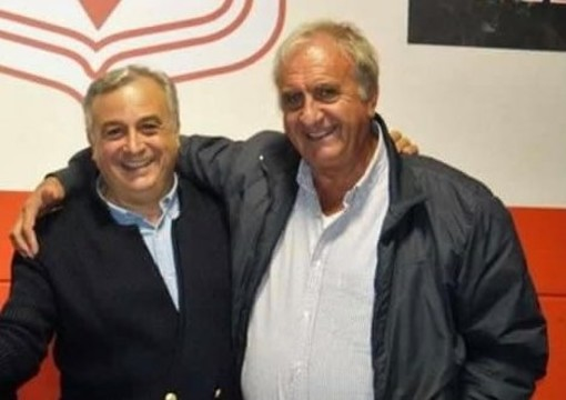 Mario Grotto (a destra) in compagnia di Gianfranco Mulas, organizzatore di alcune rimpatriate biancorosse come quelle che trovate nella galleria fotografica (foto Ezio Macchi)