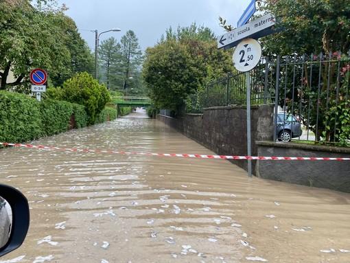 FOTO. Gavirate sommersa dal nubifragio: famiglie evacuate. Allagate case, strade e anche la sede della Croce Rossa e della Protezione Civile