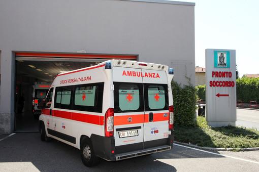 Domenica nera per i ciclisti: raffica di cadute, ambulanze in azione