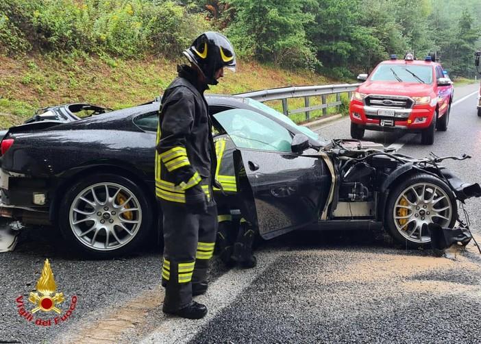 FOTO. Malpensa, auto si schianta contro il guard rail. Rallentamenti sulla 336