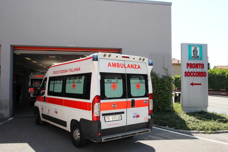 Malnate, cade dalla bici lungo la Briantea: donna in pronto soccorso